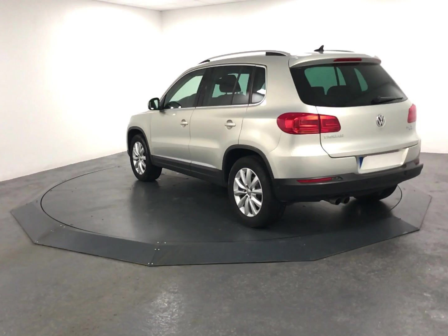 volkswagen tiguan 2 0 tdi 140 bluemotion sport line carventura. Black Bedroom Furniture Sets. Home Design Ideas