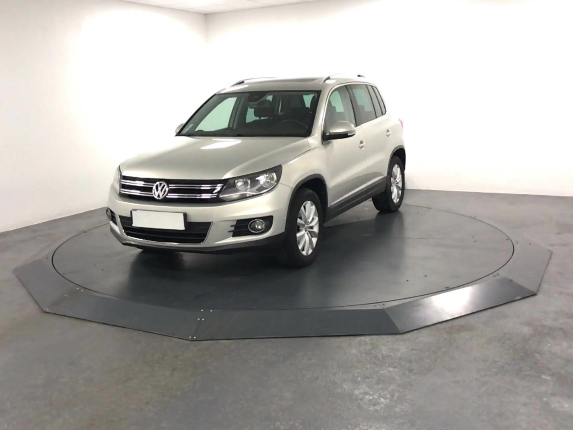 volkswagen tiguan 2 0 tdi 140 bluemotion sport line. Black Bedroom Furniture Sets. Home Design Ideas