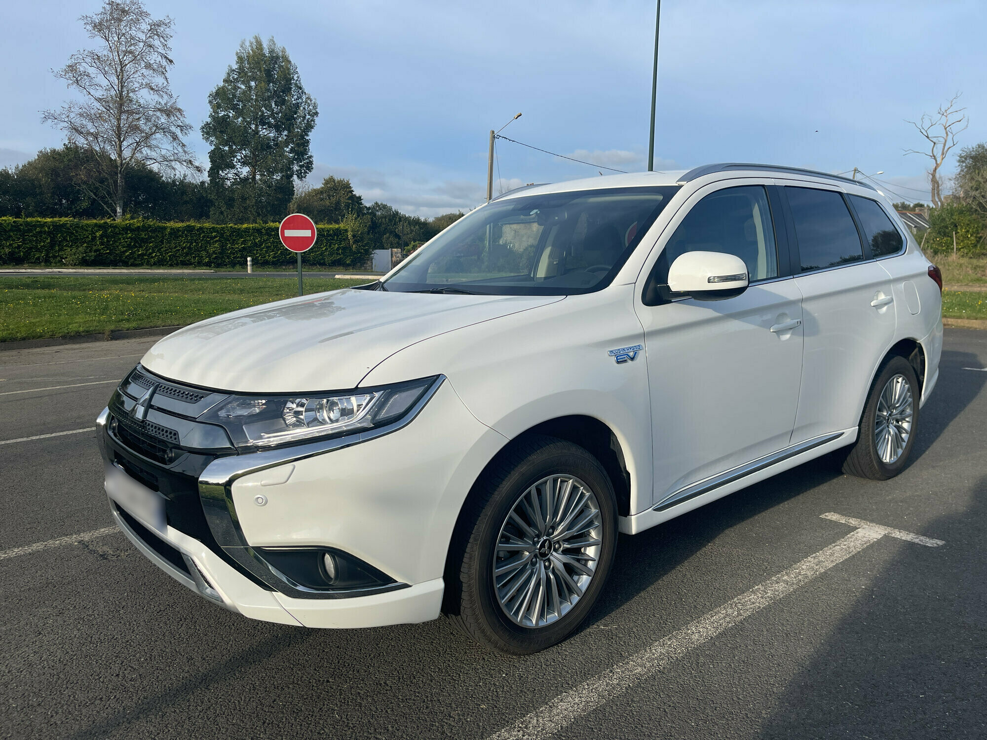 MITSUBISHI OUTLANDER 2.4 240H 135 HYBRIDE RECHARGEABLE TWIN-MOTOR BUSINESS 4WD BVA
